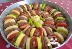Fırında Köfteli Patates | Güllerin Tarifleri Ratatouille, Sausage, Meat, Ethnic Recipes, Food, Sausages, Meals, Chinese Sausage