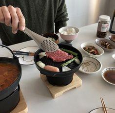 hot pot coffee milk tea korean food drink aesthetic yummy soft minimalistic cute kawaii g e o r g i a n a : m u n c h & s l u r p Good Food, Yummy Food, Tasty, Food Porn, Cafe Food, Aesthetic Food, Beige Aesthetic, Korean Food, Korean Beef
