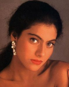 Good Morning beautiful ppl☀️🌸 • • • #kajol #kajoldevgan #kajoldevgn #kajolic #queenkajol #bollywood #90s #queenofbollywood #srkajol…