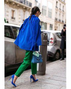 "2,635 Gostos, 12 Comentários - Style Sight WorldWide (@stylesightworldwide) no Instagram: ""#parisfashionweek |  @theoutsiderblog @harpersbazaarus #streetstyle #fashion #blogger #fw17…"""