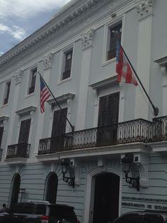 Departamento de Estado (10:32am) segun el reglamento las banderas estan correctas.