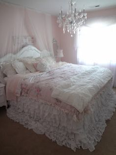 Love Janae's bedroom with new bedskirt