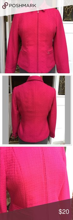 Coldwater Creek Red Zip Blazer with 2 zip pockets. Coldwater Creek Red zip up front, two zip hip pockets. Pre-owned 💯% Acrylic Shell and 💯% Polyester Lining. Excellent condition, like New. Coldwater Creek Jackets & Coats Blazers