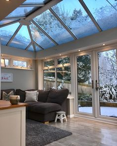 couldn't resist posting a snowy pic in here - it's just too pretty ❄️❄️❄️ Conservatory Interiors, Conservatory Dining Room, Orangery Conservatory, Conservatory Extension, Orangery Extension Kitchen, Modern Conservatory, House Extension Plans, House Extension Design, Interior Exterior