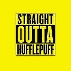 Vandaag vieren we de Hufflepuff pride day! Dus trek iets geels aan combineer het met zwart en lunch met pizza en ijs! #hufflepufprideday #hufflepuff #huffelpuf #trots #harrypotter #zweinstein #hogwarts #rpg #game #textbased #dutch