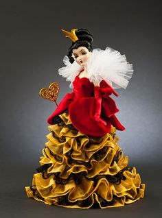 QUEEN OF HEARTS Disney Villains Designer Collection Doll