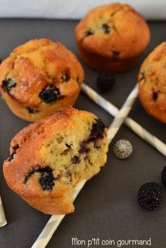 Muffins aux mûres sauvages Blackberry Muffin, Pie Co, Biscuits, Deserts, Food And Drink, Dessert Recipes, Bread, Fruit, Cooking