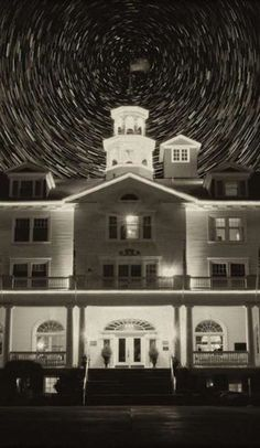 """The real story of the terrifying Stanley Hotel that inspired """"The Shining"""" (funny travel stories) Spooky Places, Haunted Places, Abandoned Places, Abandoned Castles, Abandoned Mansions, Creepy Houses, Spooky House, Haunted Houses, Denver Travel"""