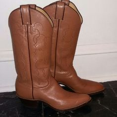 Justin Tan Leather Cowboy Boots Size 8.5. Excellent condition! Shoes