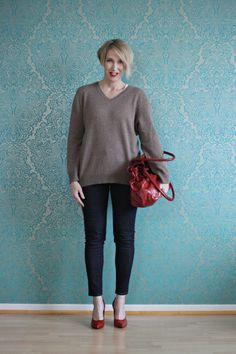 A fashion Blog for women over 40 and mature women http://www.glamupyourlifestyle.com/ Sweater: Christian Berg Pants: Selfnation CH Shoes: Noe Bag: Hakei