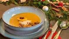 Zur Weihnachtszeit gibt es bei mir immer Suppen. Daher liebe ich eine warme Suppe aus Karotten und Lebkuchen. Suppen wärmen und stärken deinen Körper. Kraut, Pudding, Panna Cotta, Ethnic Recipes, Desserts, Food, Carrots, Walnut Recipes, Ginger Beard