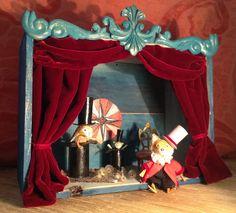 teatrillo a partir de una caja de vino, madera, pasta de papel, cartón y telas