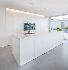 lines, clear structures and plain shapes. Colour concept: White A house in Switzerland: discreet design in combination with HI-MACS® Simple lines, clear structures and plain shapes. Colour concept: White lines, clear structures and plain shap Kitchen Room Design, Modern Kitchen Design, Home Decor Kitchen, Interior Design Kitchen, Home Kitchens, Open Plan Kitchen, New Kitchen, Casa Kardashian, Minimal Kitchen