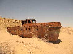 abandoned ships | Abandoned Ships of Dead Aral Sea (22 pics)
