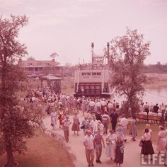': Amazing LIFE Magazine Pictures of Disneyland on Opening Day ! - Part Three : Frontierland