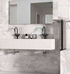 Prediligere una bellezza autentica, sinonimo di eleganza e di pacata naturalezza, da scoprire nelle delicate venature di un marmo bianco che ancora oggi rappresenta un'icona di stile e di seducente perfezione. #Statuario #Tile #Ceramic #Art #Design #Interior #Architecture #Bathroom #Bagno #Marmo #Marble #Edilgres #Collections #Collezioni