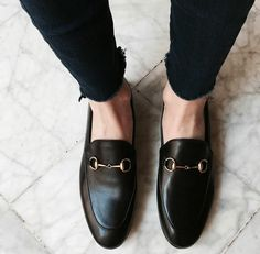Gucci loafers - Gucci Jeans - Ideas of Gucci Jeans - Gucci loafers Fashion Gone Rouge, Fashion Mode, Look Fashion, Fashion Shoes, Mens Fashion, Slip On Shoes, Men's Shoes, Dress Shoes, Shoes Men