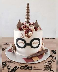 Birthday is a special day for everyone, and a perfect cake will seal the deal. Birthday is a special day for everyone, and a perfect cake will seal the deal. Fantasy fictions create some of the best birthday cake ideas. Unicorne Cake, Cake Art, Cupcake Cakes, Fox Cake, Cake Fondant, Harry Potter Torte, Harry Potter Food, Harry Potter Birthday Cake, Harry Potter Recipes