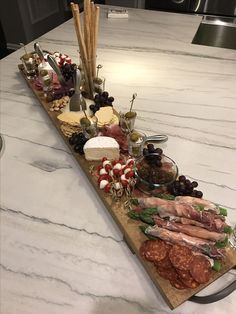 makes a good addition to ideas of what we might do with an charcuterie/antepasto platter! Note the cherry tomato-bocconcini kababs--I'll definitely be doing that! Charcuterie And Cheese Board, Charcuterie Platter, Meat Platter, Antipasto Platter, Cheese Boards, Cheese Board Display, Platter Board, Platter Ideas, Party Food Platters