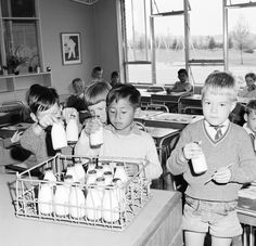School milk> How I hated those small pint bottles of warm milk. Have never been able to drink milk since my junior school days. Robert Doisneau, 1970s Childhood, Childhood Memories, Childhood Toys, Nostalgic Images, Old Family Photos, Vintage School, Vintage Kids, Teenage Years