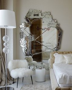 Nothing is better than a glamorous mirror to make any decor the perfect one. Here we have a project enchanted with Venice Mirror by Luxury Interior Design, Luxury Home Decor, Interior Design Inspiration, Design Ideas, Cafe Interior, Design Trends, Interior Plants, Apartment Interior, Dressing Room Design