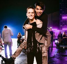 Christopher and Erick from CNCO Erik Brian Colon, Brian Christopher, Memes Cnco, Five Guys, Prince Royce, Scotty Mccreery, Red Tour, Latin Music, Frases