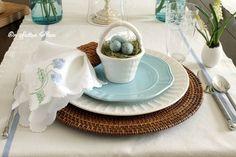 Wicker chargers – Pier 1 White dinner plates – Walmart Blue dessert plates – Target Petite baskets – Kroger Blue speckled eggs – Bird in Hand Vintage Egg crate – Anthropologie