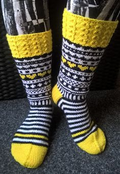 Hobbies And Crafts, Diy And Crafts, Knit Or Crochet, Knitting Socks, Yarn Crafts, Leg Warmers, Mittens, Barn, Pattern