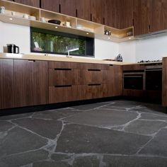 Alta Kwartsiet Flagstones koopt u bij The Flagstone Company in Vaassen Stone Cabin, Design Jardin, Flagstone, Decorating Your Home, Kitchen Decor, New Homes, Kitchen Cabinets, Flooring, Storage