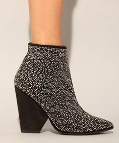 I LOVE REFINERY 29  -- 15 Truly Walkable Pairs Of Comfy Heels
