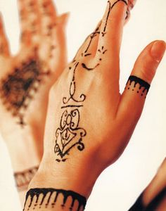 Simple Henna Tattoos for Hands | egyptian roots of the henna tattoo henna plant traces its