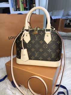 Louis Vuitton Designer, Sac Bandoulière Louis Vuitton, Louis Vuitton Taschen, Designer Totes, Designer Bags, New Louis Vuitton Handbags, Vuitton Neverfull, Louis Vuitton Luggage, Cheap Designer Handbags