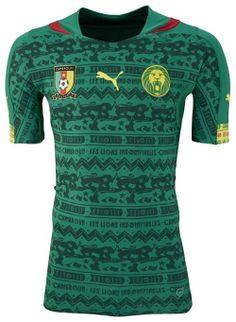 Camerun, maglia ufficiale, disegni rupestri in tono verde scuro su verde chiaro