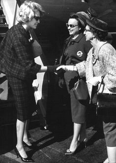 October 1960, Joan meets some JFK supporters while campaigning for him