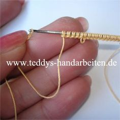 Needle Tatting (it's in German but can be translated) Good pictures for tutorial. Crochet Needles, Crochet Yarn, Crochet Stitches, Needle Tatting Tutorial, Needle Tatting Patterns, Crochet Flower Patterns, Crochet Flowers, Hairpin Lace, Tatting Lace