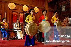 Vietnam, Hanoi, Folk show at One Pillar Pagoda