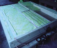 Obr. 1. Výroba zkušebního vzorku obvodové stěny se zabudovanými čidly