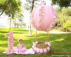 1st Birthday Photoshoot, 1st Birthday Party For Girls, Baby Birthday, Birthday Ideas, Foto Baby, Birthday Pictures, Birthday Balloons, Birthday Decorations, Air Balloon