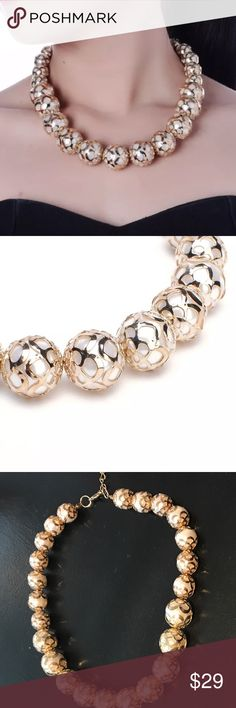PEARL NECKLACE Pearls w gold tone design. Stunning necklace. LENGTH FOR NECK 23 INCHES Jewelry Necklaces