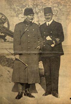 Binbaşı Mustafa Kemal Bey ile Hamidiye Kruvazörü süvarisi Rauf (Orbay) Bey. (Çanakkale'de çekilmiş bir fotoğraf.)