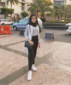 Modern Hijab Fashion, Street Hijab Fashion, Hijab Fashion Inspiration, Ootd Fashion, Fashion Outfits, Casual Hijab Outfit, Ootd Hijab, Hijab Chic, Casual Fall Outfits