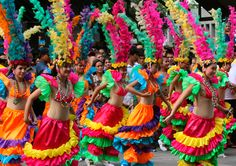 colorful philippine festival - Bing Images Color Me Beautiful, Beautiful World, Jose Rizal, Filipino Culture, We Are The World, Carnival Costumes, World Of Color, Christmas And New Year, Girl Scouts