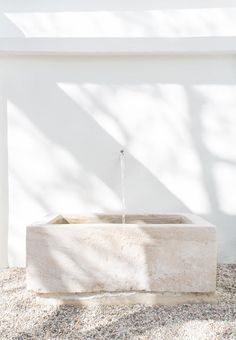 Serene, Whitewashed Minimalist Malibu Home Tour DOMINO:This Serene M. and other interior inspiration Exterior Design, Interior And Exterior, Interior Modern, Outdoor Spaces, Outdoor Living, Ikea Outdoor, Outdoor Tub, Outdoor Bathrooms, Malibu Homes