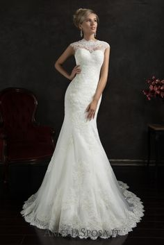 Wedding dress Valensia - AmeliaSposa. A classic body-clinging silhouette is a timeless favorite of fashionable runways. It puts right accents on a bride's body, but is delicate at the same time. The naked back combined with the laced finish creates an unbelievably seductive and romantic look.