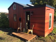 An 18′ tiny house made into a guest retreat in Oakland, California. Built and shared by Robert Broadfoot