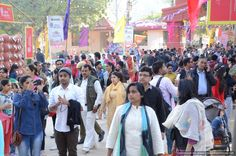 Now, this is called Valentine day excitement to over public just look at the crowd  @ 31st Surajkund crafts mela.#surajkundmela2017