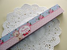 Adesivo para potinho de papinha tema Ursinha Princesa - Floral Azul e Rosa