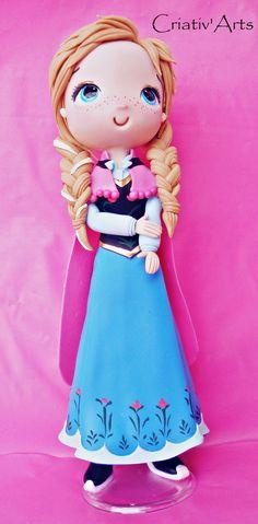 Elsa e Anna Customizada feita em biscuit    *princesas 25 cm de altura    as peças podem ter alteração no tamanho, por ser artesanal, mas caso haja será para uma altura maior do que a indicada    fazemos outros personagens nesse mesmo modelo.