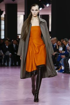 AUTUMN-WINTER 2015-16 READY-TO-WEAR FASHION SHOW / Ready-to-wear / Woman / Dior official website