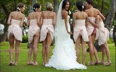 LE FOTO NUNZIALI PIU' ASSURDE: RESTERETE STUPITI Ogni matrimonio ? diverso dall?altro. Ce ne sono di troppo eleganti e raffinati, ed altri che invece mettono in mostra tutta la pazzia e la follia degli sposi. Guardate questa foto nuziale, non pensate #fotomatrimoni